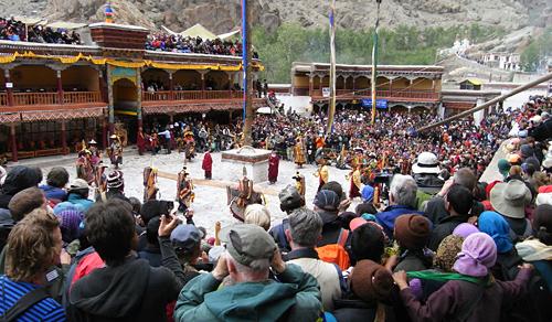a crowded Hemis festival